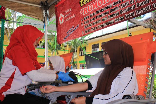 MAN Model Sumbang 159 Kantong Darah untuk PMI