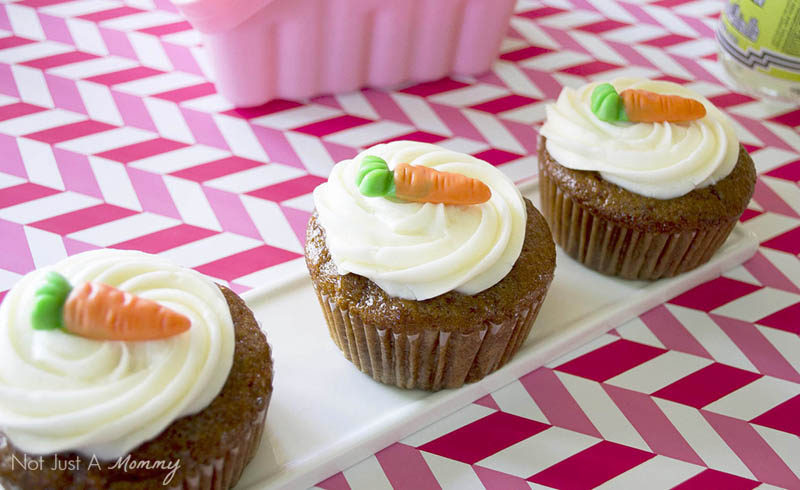 How To Style A Easter Table; carrot cake muffins