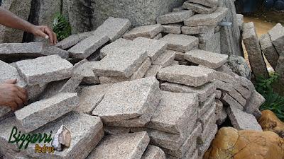 Pedra folheta com vários tamanhos para construção de escada de pedra.