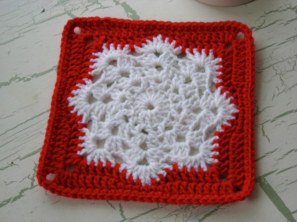 http://crocheandme.blogspot.jp/2013/01/snow-flake-square.html