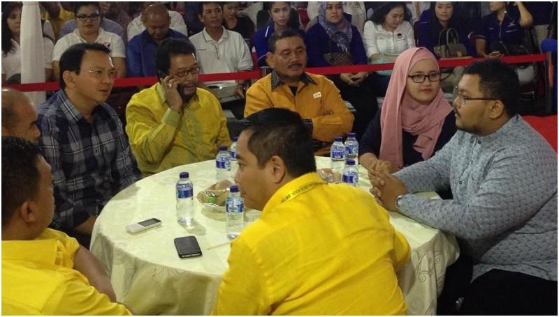 Ahok bersama relawan dan partai pendukung di Posko Teman Ahok