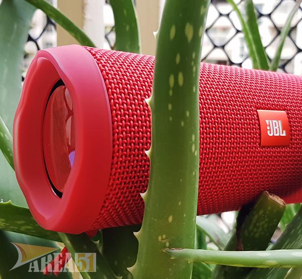 JBL Flip 4 Bluetooth Speaker IPX7 Water Resistant : Review