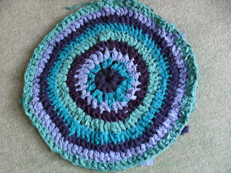 ... crochet rag rug, recycling and reusing old textiles and t-shirts