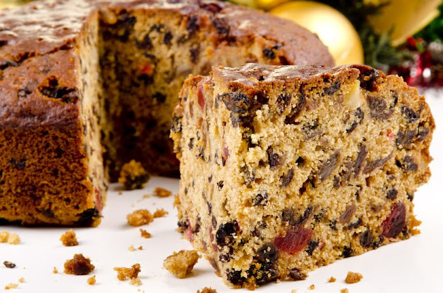 Christmas Cake - I make at least six each year just for Christmas Debt Free Cashed Up and Laughing Click through for the best deals on ingredients