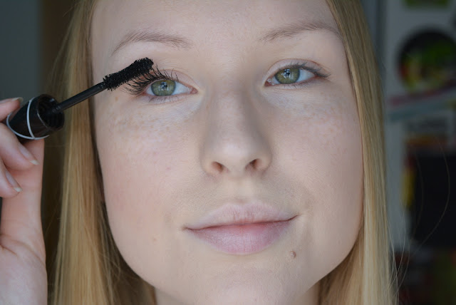Deborah Divine Volume and Curves Mascara Extra Black