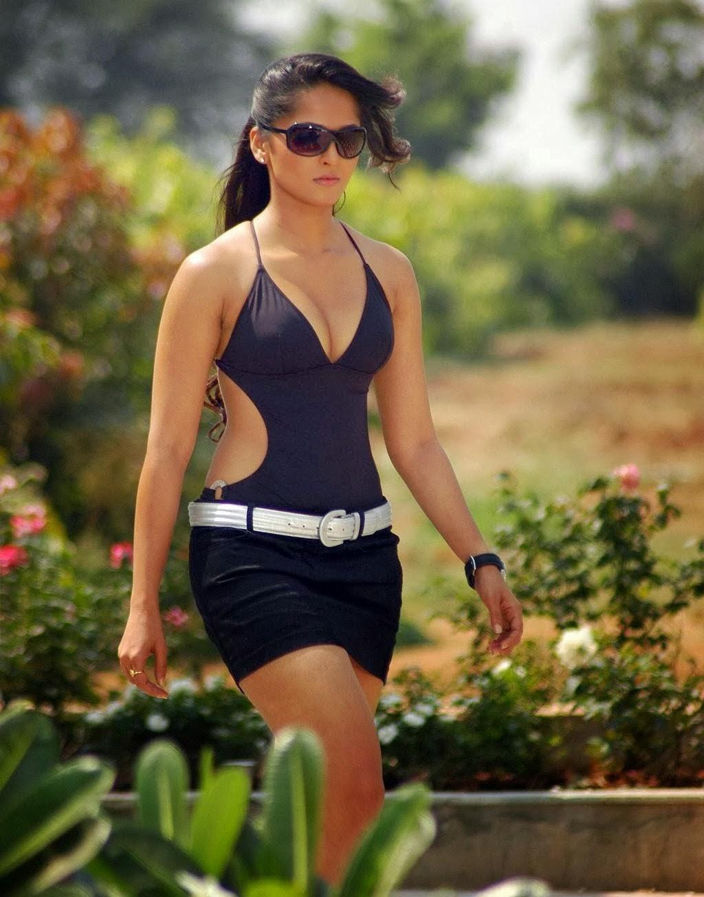 Anushka Shetty Sexy Figure Show In Black Dress In Telugu -3183