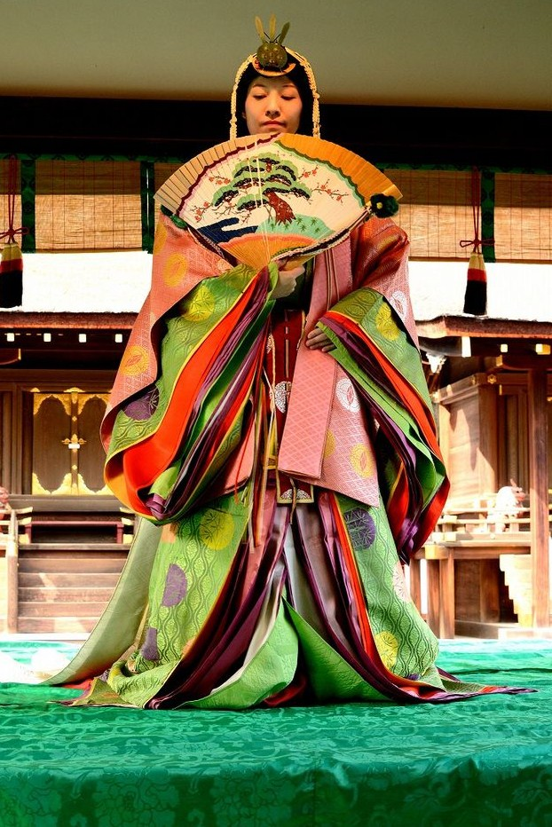 Heian court lady wearing junihitoe