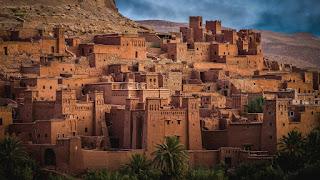 Ville fortifiée dans le désert