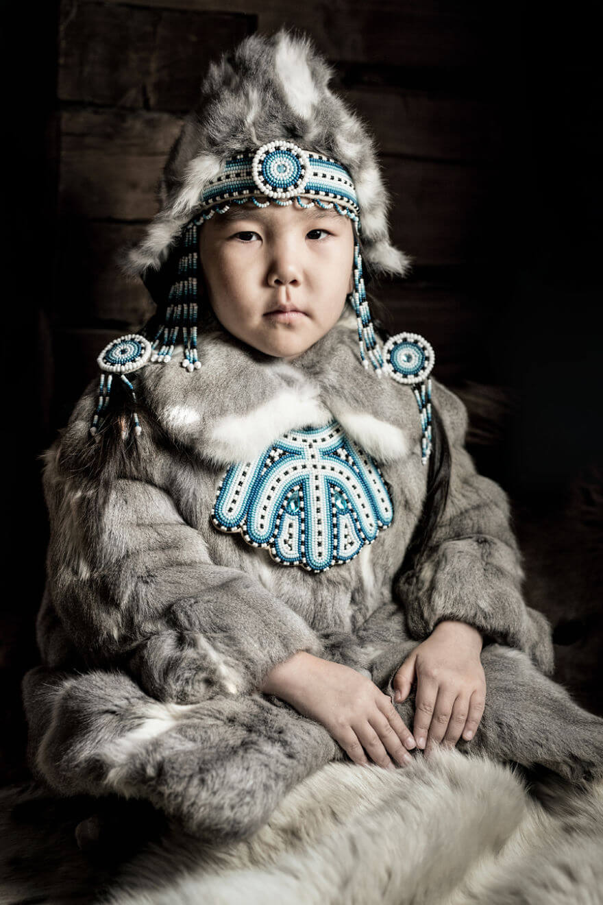 He Traveled 25000 Km In Siberia To Capture The Beauty Of Its Indigenous People With His Camera. The Pictures Are Breathtaking! - Evenki Little Girl