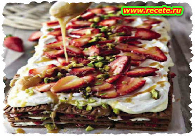 Strawberry fridge cake with caramel sauce