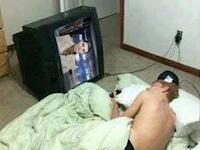 BAHAYA!!! Jangan Hidupkan TV Saat Tidur, Atau Terimalah Akibat Ini
