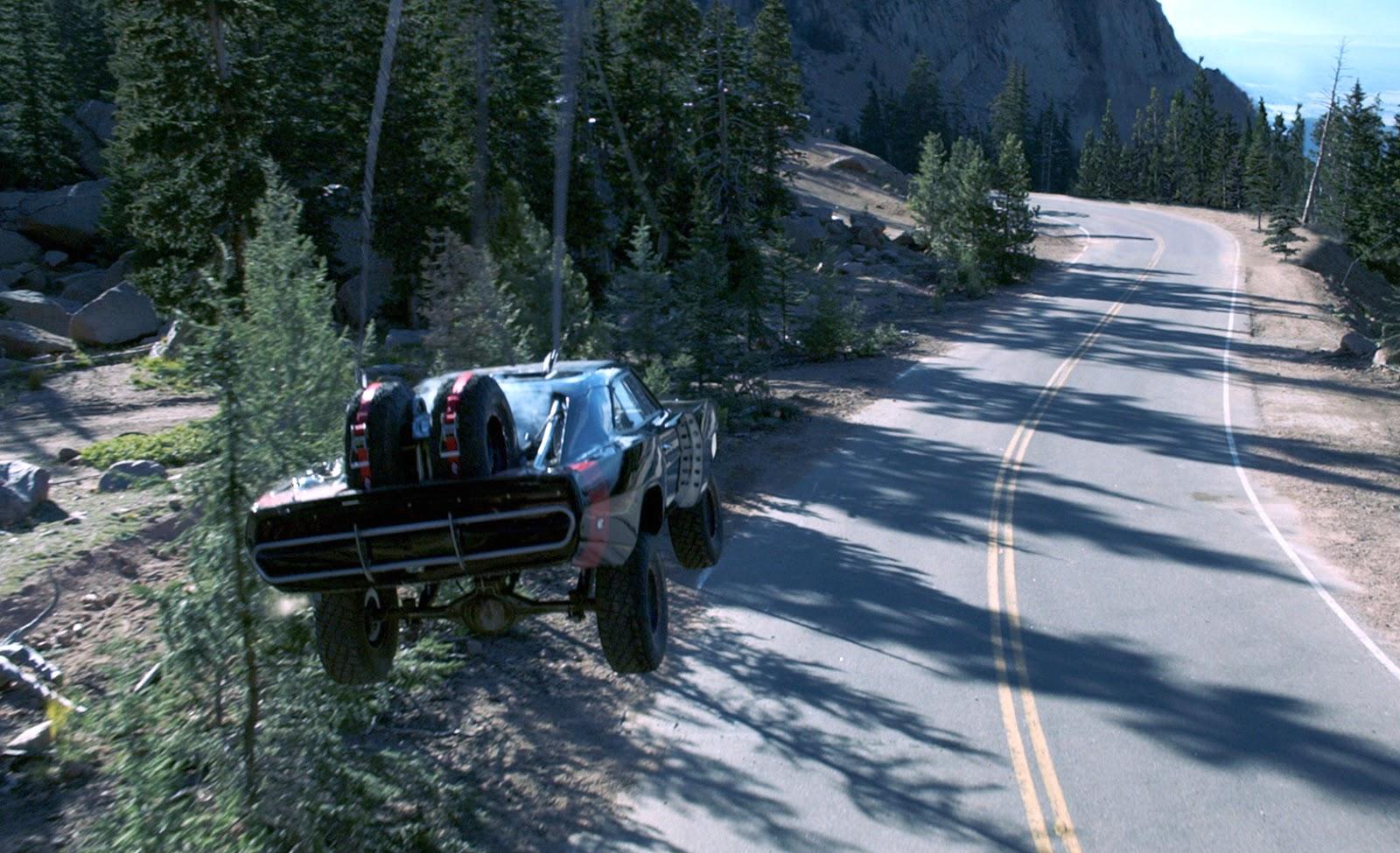 Mașini puternice, femei frumoase și cascadorii imposibil de realizat în Furious 7