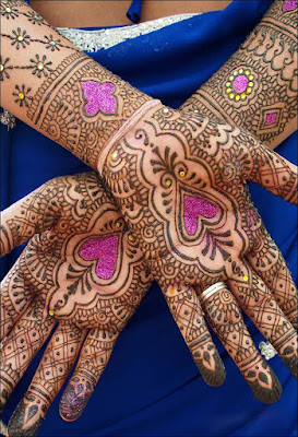 New-and-simple-traditional-eid-mehndi-design-for-hands-14