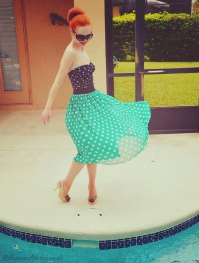 Femme en tenue rockabilly