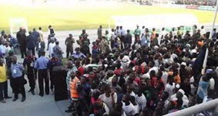 كارثة في ملعب كادونا النيجيرية إثر إنتصار مصر و هروب لاعبي المنتخب المصري
