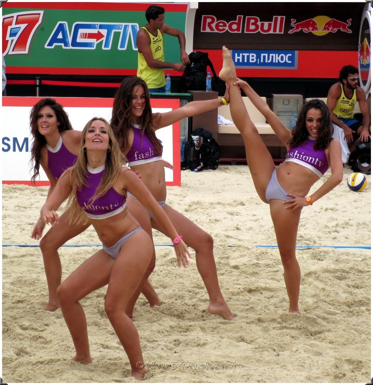 Beach Volley Bikini Girls