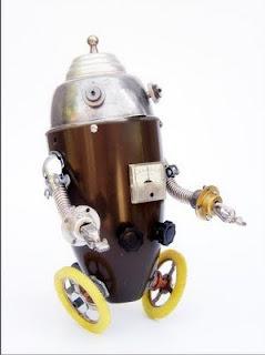 Robot con ruedas hecho con material reciclado