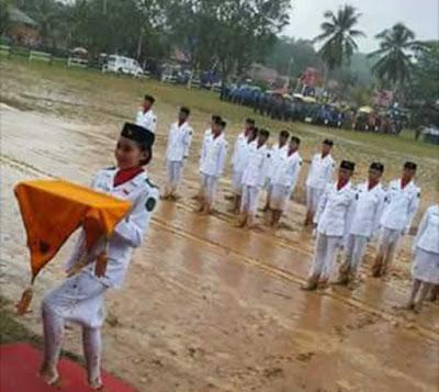 upacara-bendera-tanah-becek