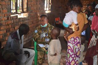 Pasukan Garuda Berikan Pelayanan Kesehatan Masyarakat di Pasar Kongo