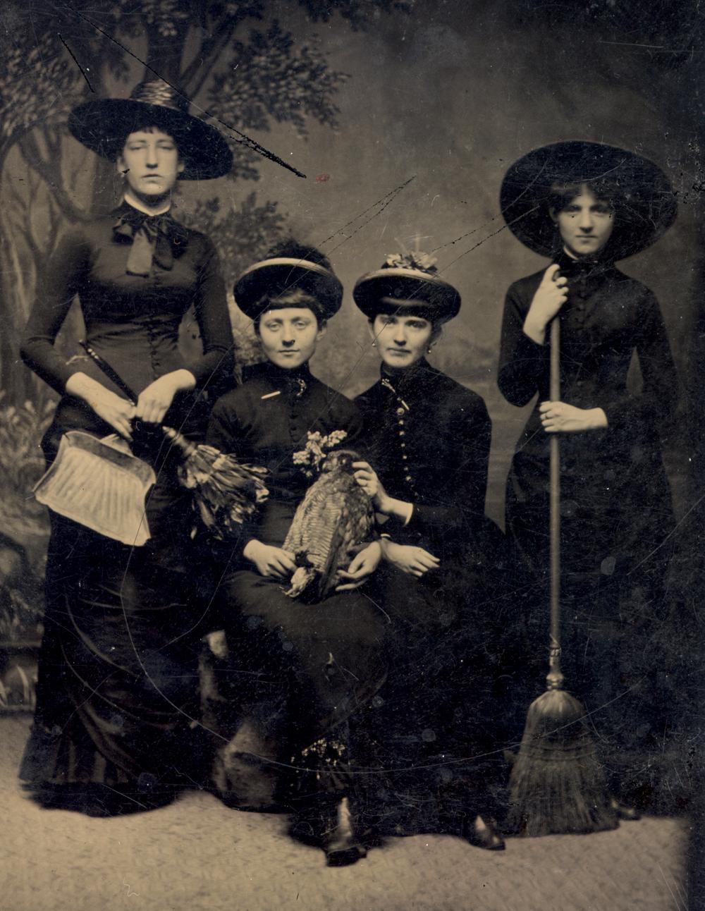 vintage everyday: Sexy Retro Halloween Witches