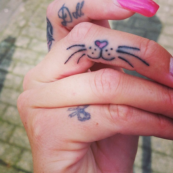 30-Amazing-Attractive-Finger-Tattoo-Styles-16