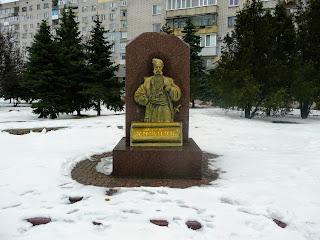 Павлоград. Памятный знак Матвею Хижняку