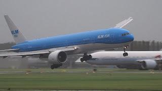 plane landing in storm video