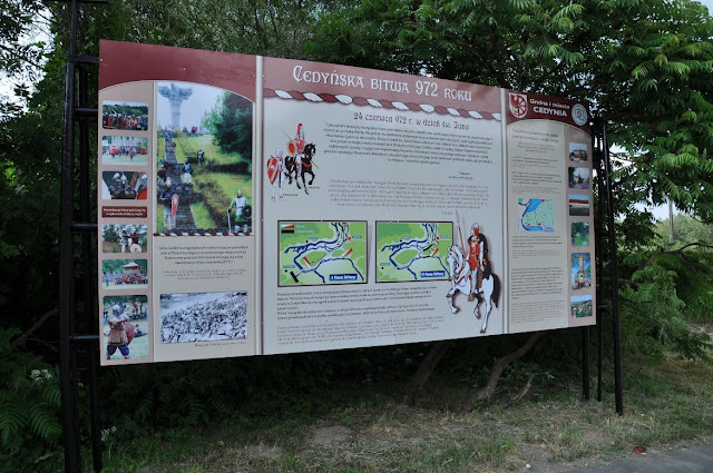 Tablica informacyjna pod pomnikiem cedyńskiej bitwy