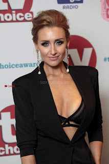 Stephanie Waring and Catherine Tyldesley exposing massive cleavages and Side boobs at 2017 TV Choice Awards in London Sep 2017