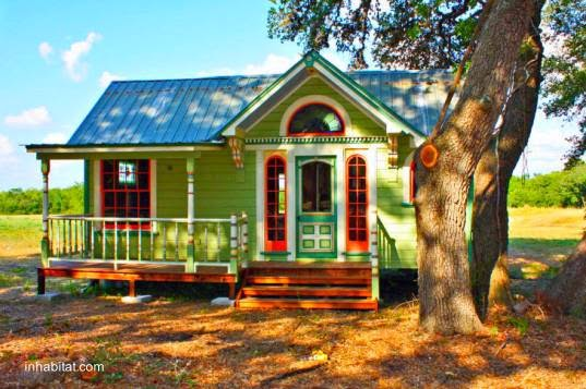 colorida fachada de una casa americana pequea