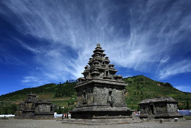 obyek wisata Kompleks Candi Arjuna di dieng