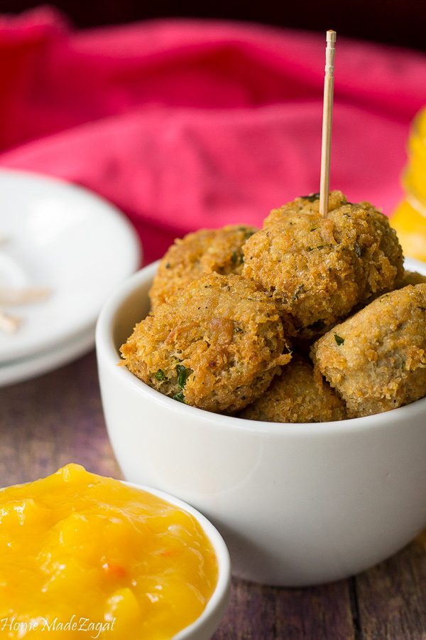 A quick and easy recipe for chicken balls using pre cooked chicken. Great for parties for both adults and kids and perfect to top your salads.
