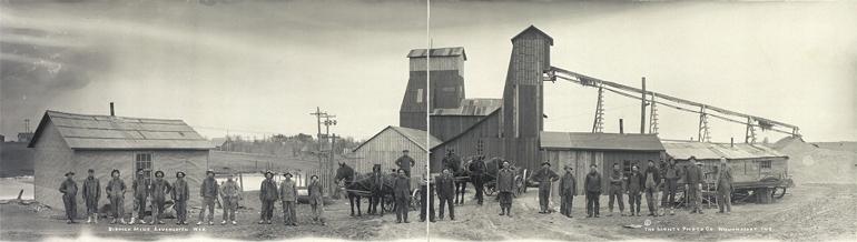 Photographie panoramique de la mine de Biddick dans le Winconsin vers 1915