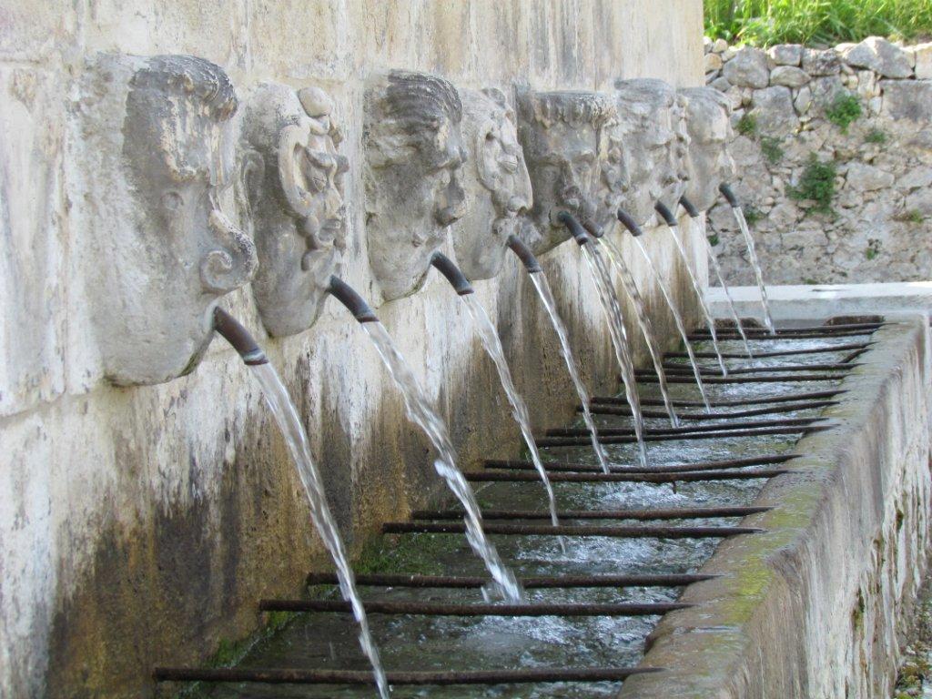 Le epigrafi storiche nascoste e non pescosansonesco for Fontane antiche