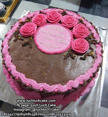 Kue Tart Coklat Bunga-Bunga Untuk Anniversary