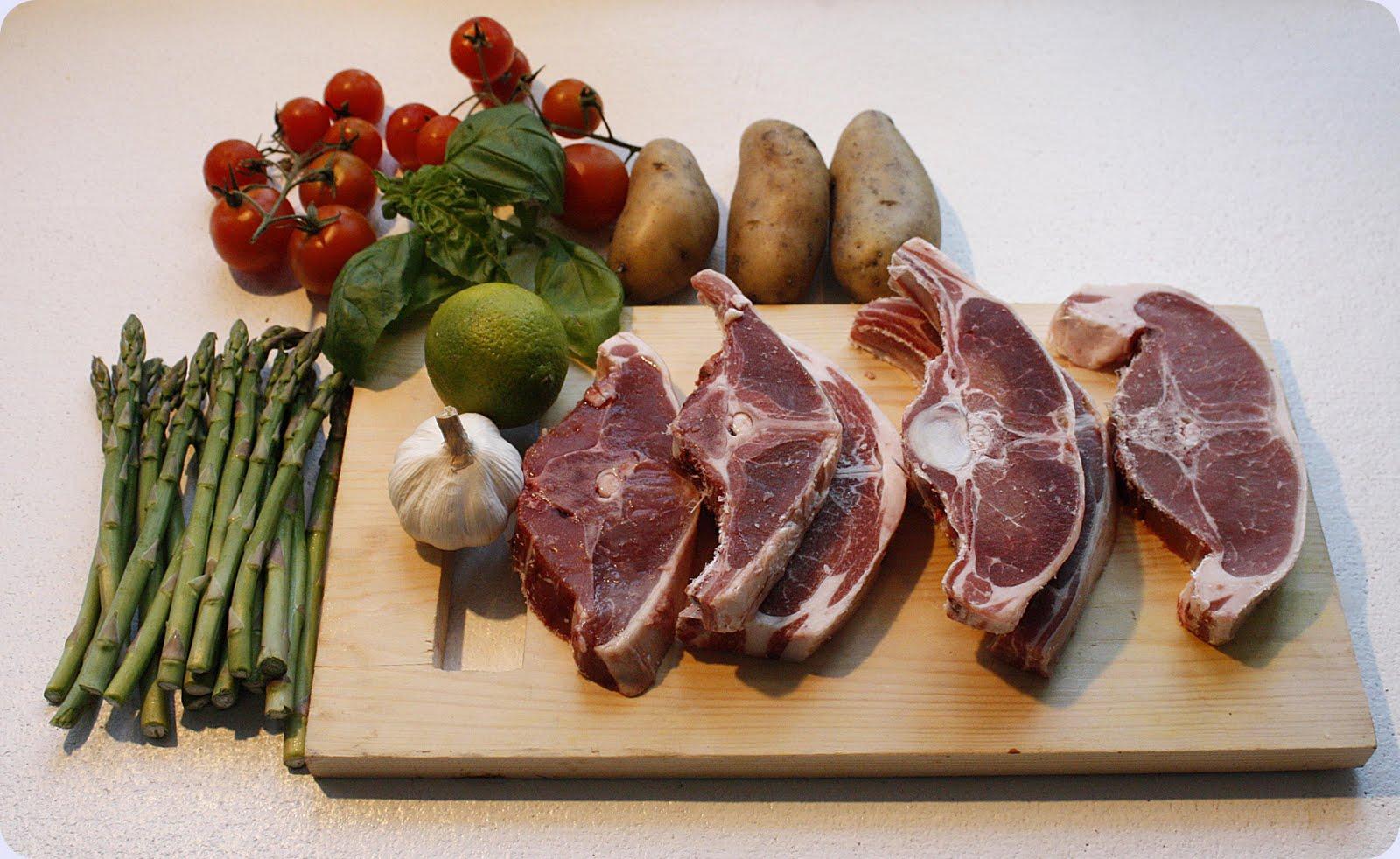 Lammekoteletter med hvitløk og godt tilbehør. – Grys kjøkkenskriverier