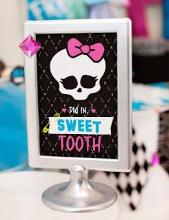 Para hacer invitaciones, tarjetas, marcos de fotos o etiquetas, para imprimir gratis de Monster High