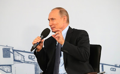 Vladimir Putin at a meeting with Lebedinsky GOK workers.