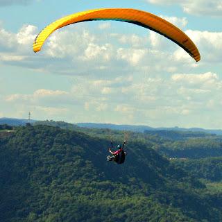 Voo de Parapente no Ninho das Águias, em Nova Petrópolis