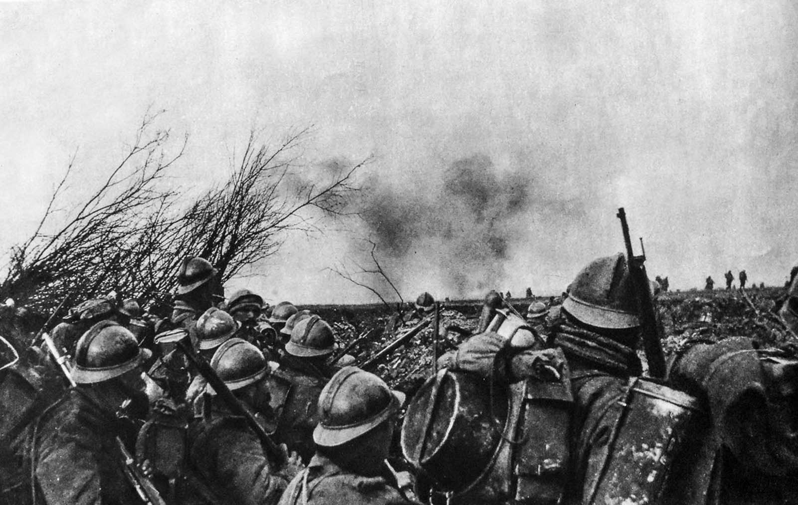 French troops prepare to move on German positions.