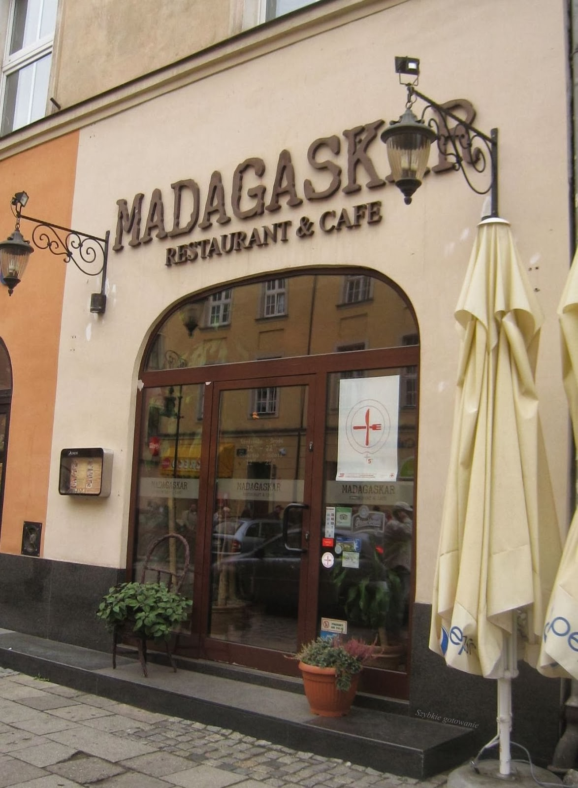 http://nietracczasunagotowanie.blogspot.com/2013/10/restauracja-madagaskar-w-poznaniu-opinia.html