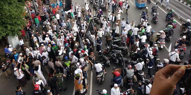 Massa Aksi bela Tauhid berhenti di Jl Kramat, anggota Ansor bertahan di kantor