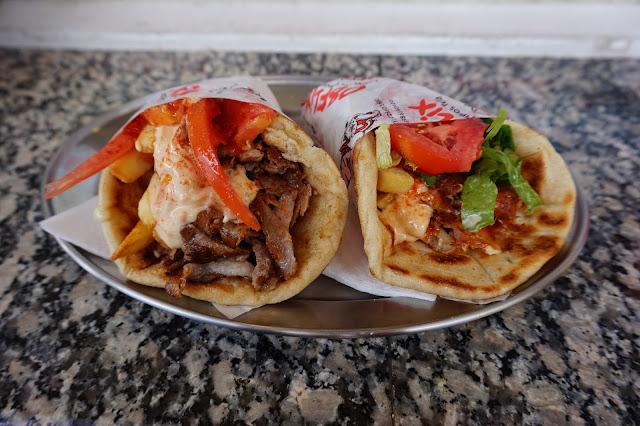 Délicieux pitas gyros à Fira - Restaurant Obélix