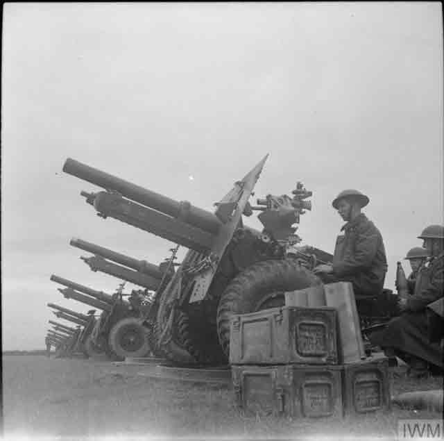 British 25-pdr field guns, 14 November 1941 worldwartwo.filminspector.com