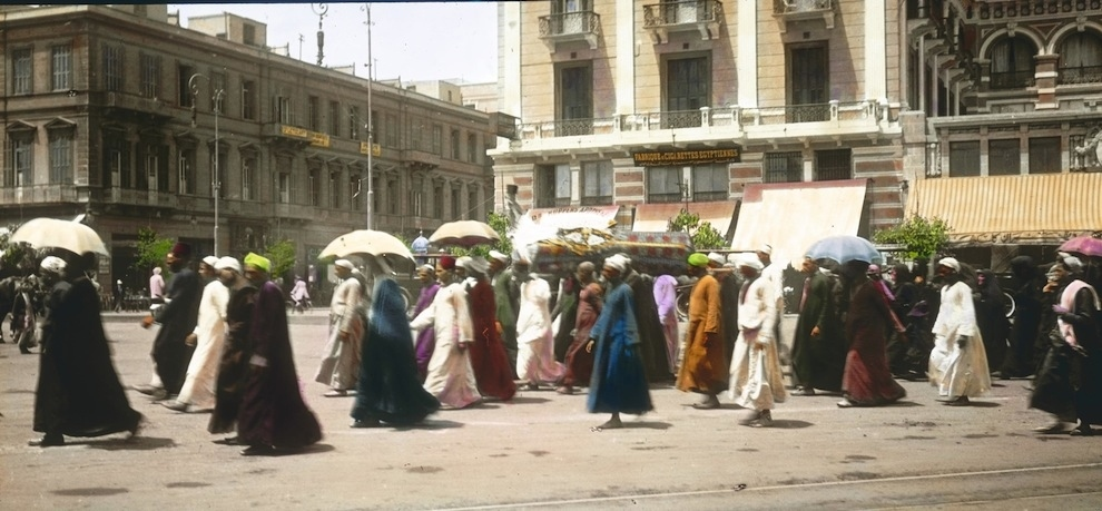 15 Beautiful Color Photos Of Street Scenes Of Cairo In The