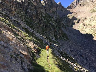 Trail heading to Valmiana