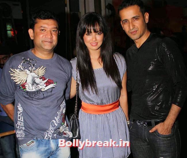 Ken Ghosh, Sana Khan and Manmeet, Sunny Leone, Gauhar & Sana Khan at Baby Doll Success Party