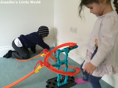 Hot Wheels Spiral Stack Up set review