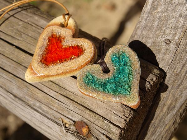 Szamotowe serca - czerwone i turkusowe