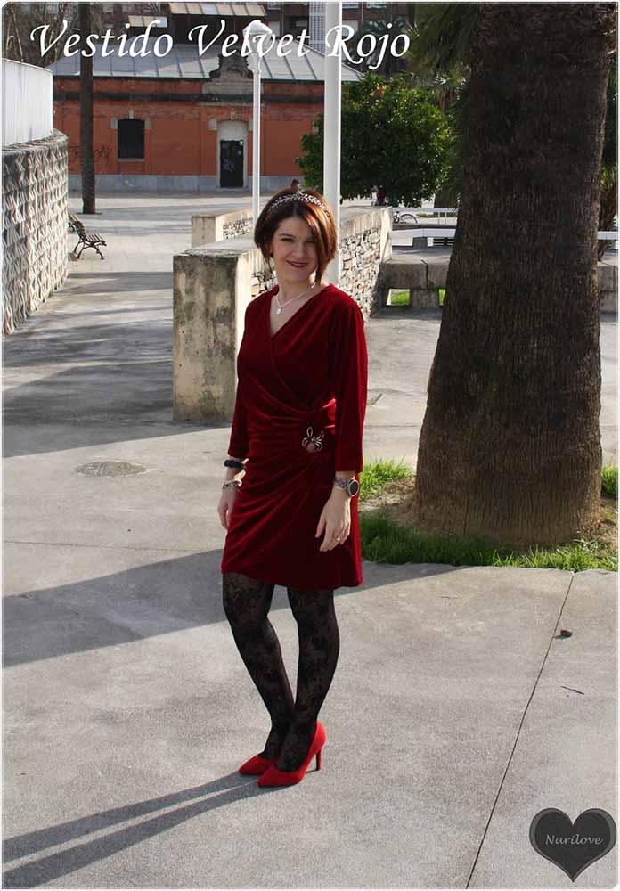 vestido de terciopelo rojo ideal para una boda, bautizo o comunión